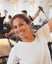 instructora de pilates y yoga, y fisioterapeuta miriam